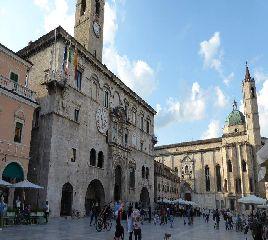 Ascoli Piceno Piazza del Popolo
